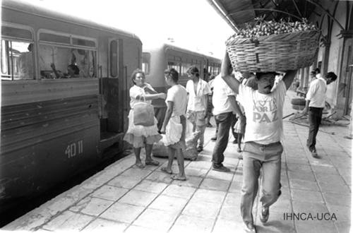 people at station ferrocarril Nicaragua