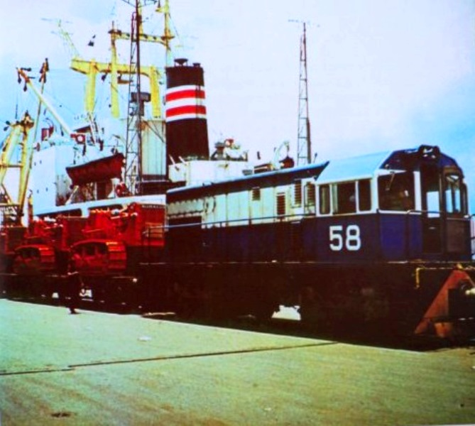 Locomotive 58 at corinto pier